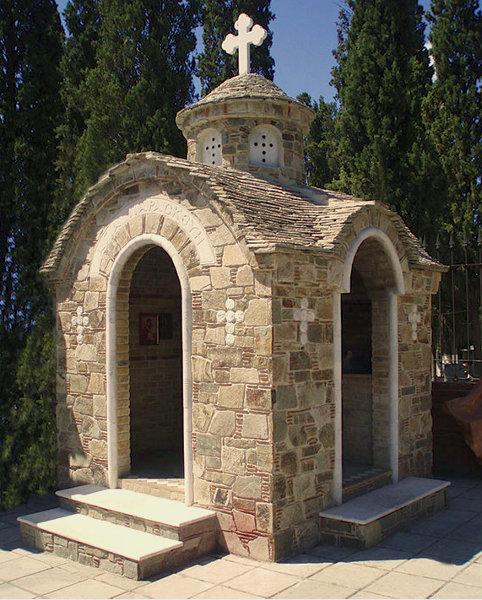 Πέτρινο Εκκλησάκι - 669