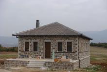 Πέτρινη μονοκατοικία στην Αρέθουσα Θεσσαλονίκης.